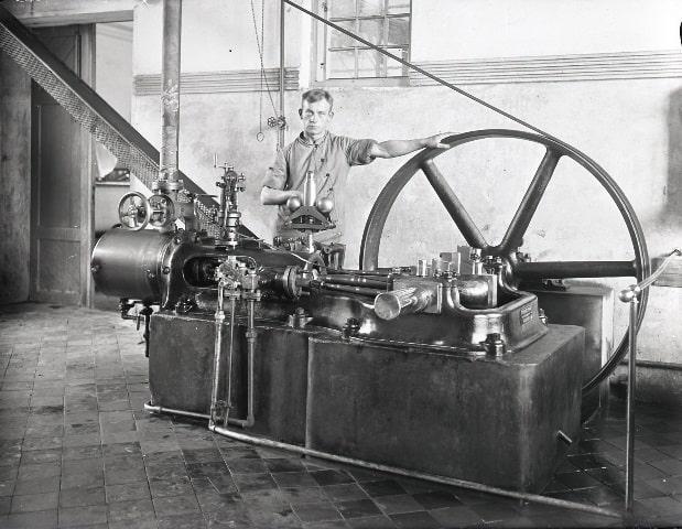 Mejerist ved mejeriets første dampmaskine